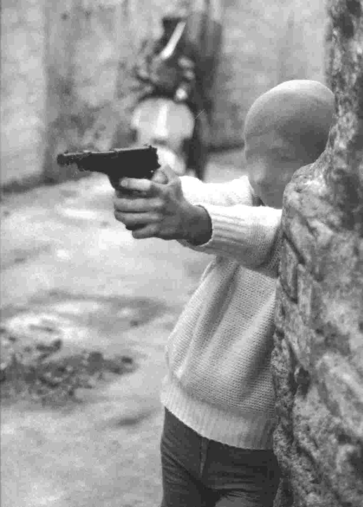 De jongen met het speelgoedpistool